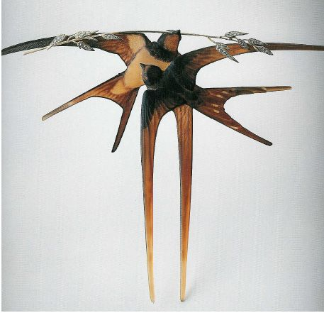 Two Swallows with a Stalk of Oats c. 1906-1908, carved horn gold and diamonds, with a Meiji kanzashi of plover birds. In Swallows, Lalique takes the Japanese motif to a new level of inventive design and composition.