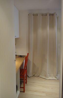 Pour mettre une porte à distance, rien de plus efficace qu'un rideau epais