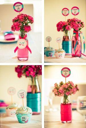 DIY: vasinhos centro de mesa com garrafinha de Chocoleite http://joyinthebox.com.br/blog/cha-bar-papelaria-personalizada/