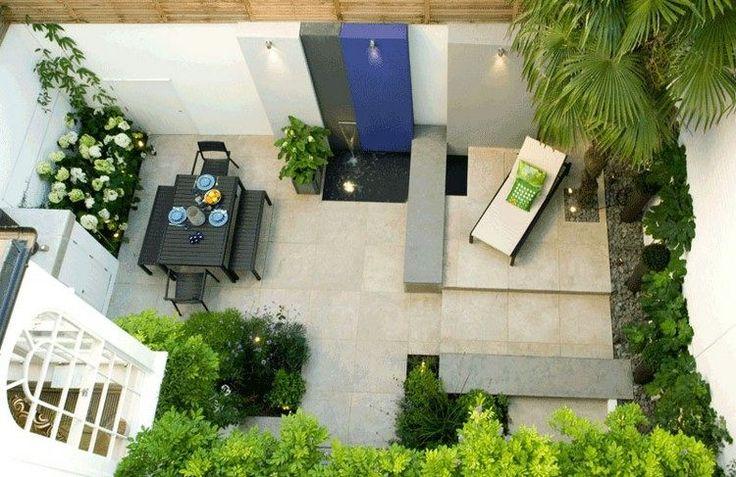 terrasse de jardin moderne, salon d'extérieur design, buis et arbre feuillu