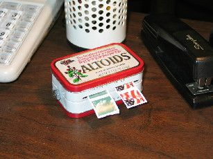 Altoid Tin: Make a stamp dispenser