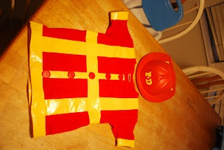 DIY fireman costume...so simple! Love this idea for Halloween :)