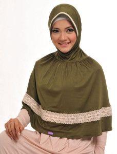 Saida Dafia    Bagi yang menyukai bergo panjang, jangan khawatir karena kami hadirkan juga dalam variasi yang berbeda dan cantik dengan renda katun di sekelilingnya.    Note : ciput dijual terpisah  http://jilbabmodis.net/elzatta-hijab/saida-dafia
