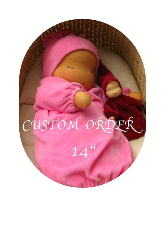 Diese schöne Baby-Puppe wiegt 2½ Pfund (1,4 Kg), ca. 14. (37cm) groß. Eine ganz große Babypuppe für Kinder.  Die Kombination aus seiner warmen