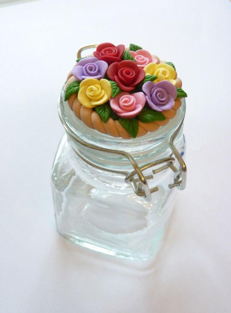 Barattolo di vetro decorato con rose colorate in fimo fatte a mano - Spring flowers bouquet jar in fimo polymer clay handmade