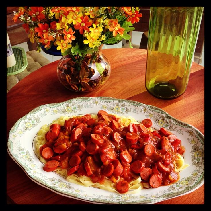 Mesa: Copa das Confederações  - espaguete com molho de salsicha e tomate