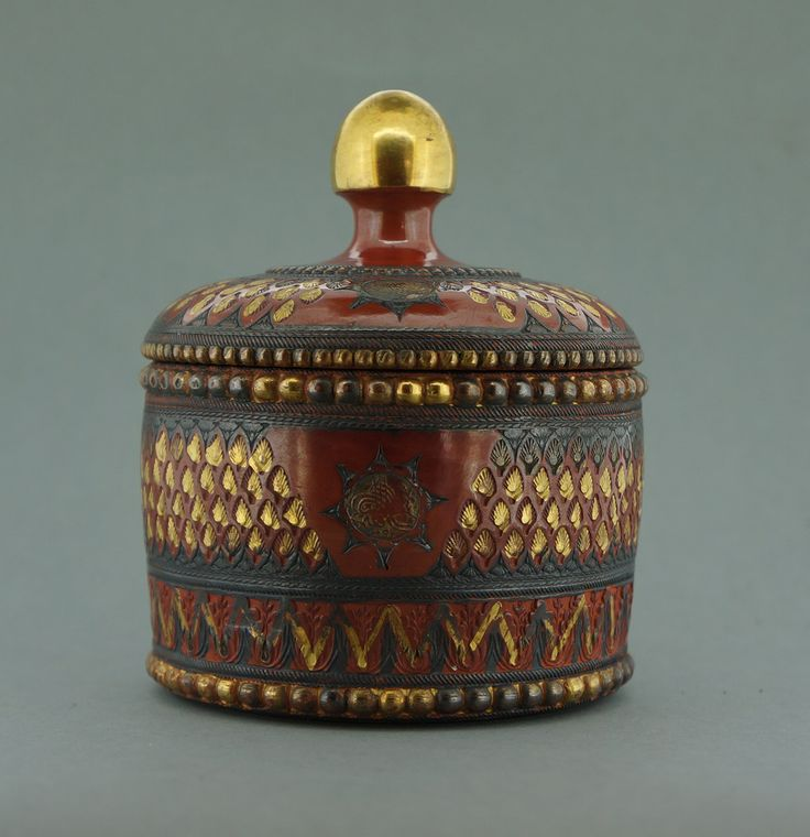 Tophane pottery suger pot by Ibrahim. Dated 1878. www.luleciligi.com