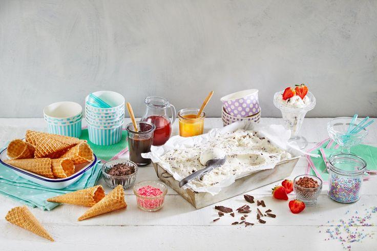 Her finner du de beste oppskriftene på hjemmelaget iskrem, alt fra pinneis laget med juice, saftis, yoghurtis og semifreddo til hjemmelaget vaniljeis. Is smaker like godt på en varm sommerdag som til dessert en kald vinterkveld.