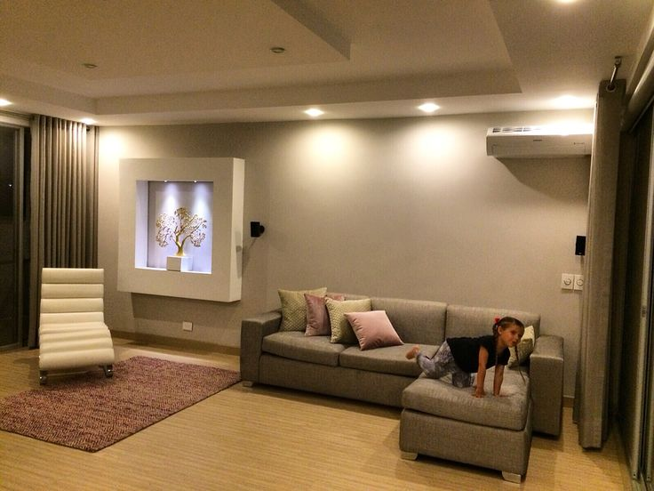 Living Room Sala de estar, zona familiar Design by: Elizabeth Arevalo diseño & Decoración #rosa #pink #gris