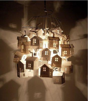 luminaire composé de maisons en papier