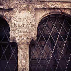 Un volto con quattro occhi, suggestioni gotiche a Edolo, in Valcamonica