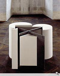 Stanislav Kolibal, Nicht sichtbare Quadrate, 1994. Gips, Sperrholz, Blei; 60 x 87 x 80 cm.