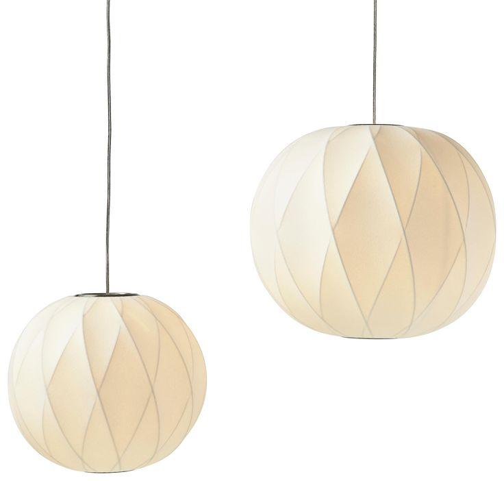 Spectacular Diese besondere H ngeleuchte berzeugt mit einem h bschen runden Lampenschirm Das Textil in Wei sorgt