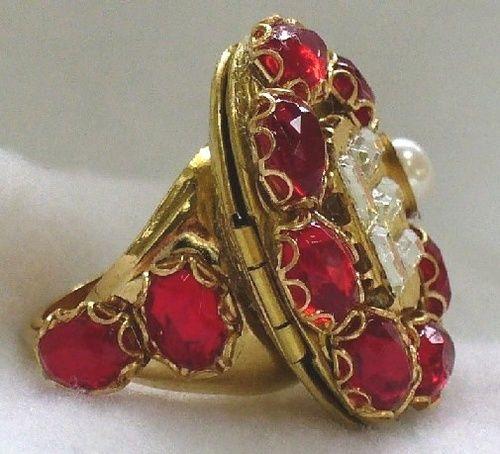 Locket ring belonging to Queen Elizabeth I