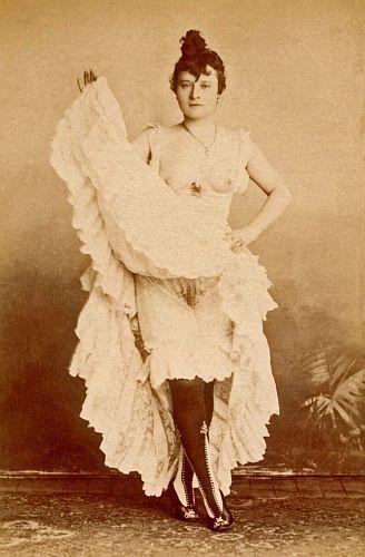 """La Goulue, """"the glutton,"""" (née Louise Weber, 1870-1929) Parisian can-can dancer and celebrity (photo: unknown, probably Paris, circa 1890)"""
