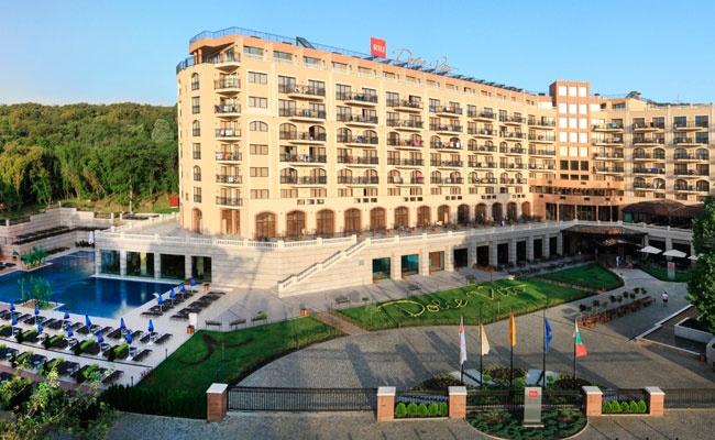 El Hotel Riu Dolce Vita situado en la turística zona Golden Sands, Bulgaria ofrece todo lo necesario para disfrutar de unas vacaciones en el Mar Negro (Todo Incluido). Hotel Riu Dolce Vita – Hotel en Golden Sands – Hotel en Bulgaria - RIU Hotels & Resorts