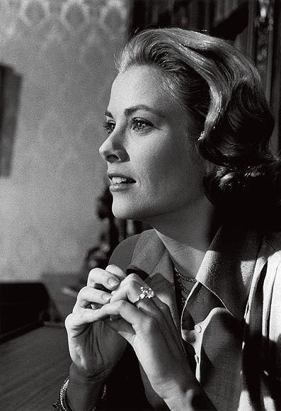 Grace de Monaco, filme jóias da Cartier, figurino, foto da atriz Grace Kelly, anel de noivado