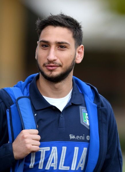 Gianluigi Donnarumma of Italy looks on prior to the training session at the club's training ground at Coverciano on November 7, 2016 in Florence, Italy.