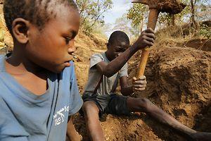 Witness: A Boy's Mining Accident – Richard's Story, Tanzania | Human Rights Watch