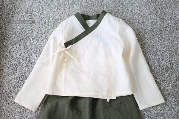 생활한복입고 가족사진촬영하기남방형 철릭을 제작하기 시작한 의도는 한복은 부담스러우니 한복스럽게 입...