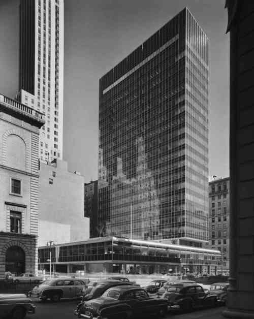 Lever House. New York, 1952. Gordon Bunshaft of Skidmore, Owings and Merrill. Photo Ezra Stoller