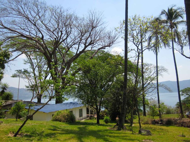 Small house for sale at Coatepeque lake