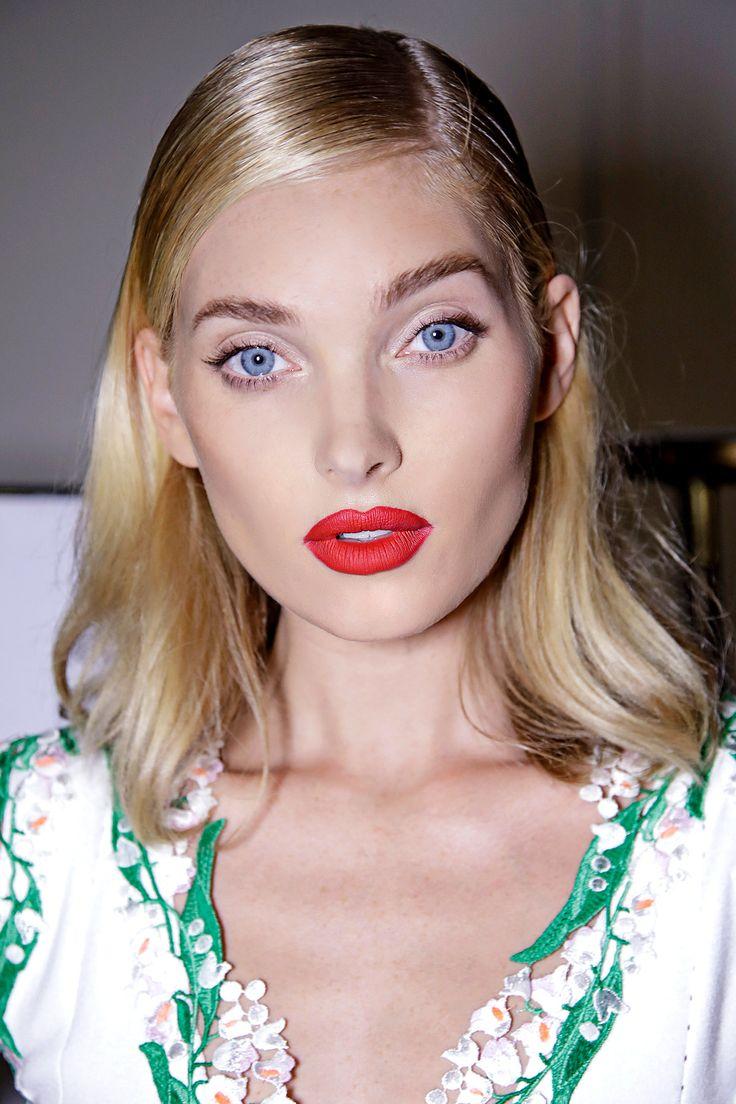 Resalta tus labios con un rojo clásico, pero esta vez con acabado mate. Atrévete a lucir sin miedo una de las tendencias más fuertes del momento.