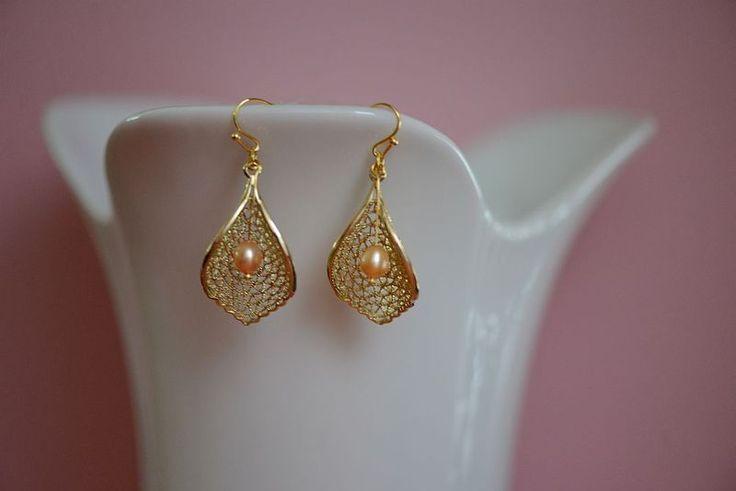 Ohrringe Blatt Perle gold von tragmal-Schmuck auf DaWanda.com