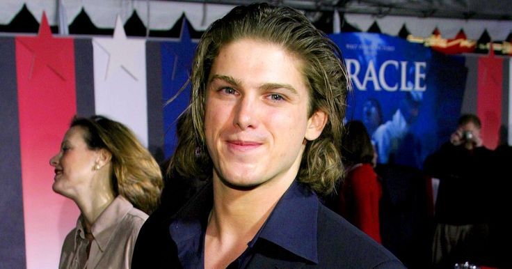 This article originally appeared on PEOPLE.com. ActorMichael Mantenuto,best known for his role as Jack O'Callahan in Disney's Miracle, has died.He was 35. The actor was found deadin his car on…