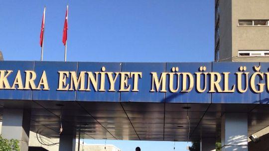 Ankara Emniyet Müdürlüğü bombalandı 15 Temmuz gecesi Ankara Emniyet Müdürlüğü binası FETÖ'cü hainlerin kullandığı F-16 uçaklarıyla 3 defa bombalandı. Darbecilere karşı yürütülen operasyonlarının merkezi konumundaki Ankara Emniyet Müdürlüğü, ele geçirilmek istendi.