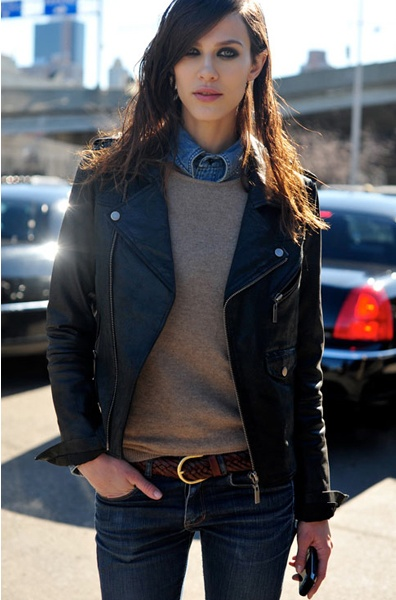 denim, light sweater, black leather,perfect fit jeans.  Wish i could replicate this outfit.