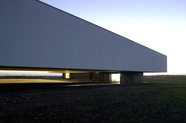 Estação Biológica do Garducho / Ventura Trindade arquitectos