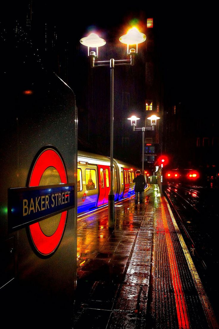 London Tube @ Baker Street... actually spent a lot of time at Baker Street Station when I was last in London.. it was like a home away from home :)