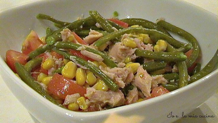 L'insalata di fagiolini e tonno è l'ideale con i primi caldi...è fresca, gustosa e completa e può essere tranquillamente portata al mare o ahimè in ufficio,