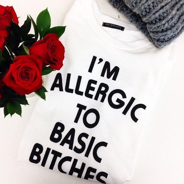 T Shirt estampada: I'm Allergic to Basic Bitches