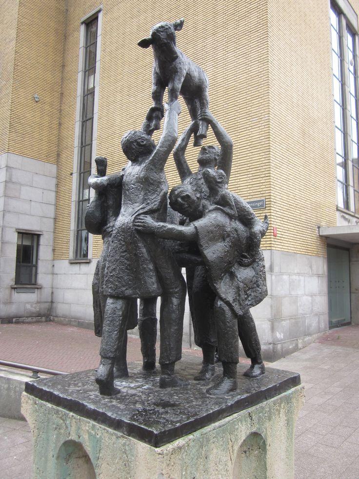 Dans_om_het_gouden_kalf_Fri_Heil_Koningsplein_Arnhem