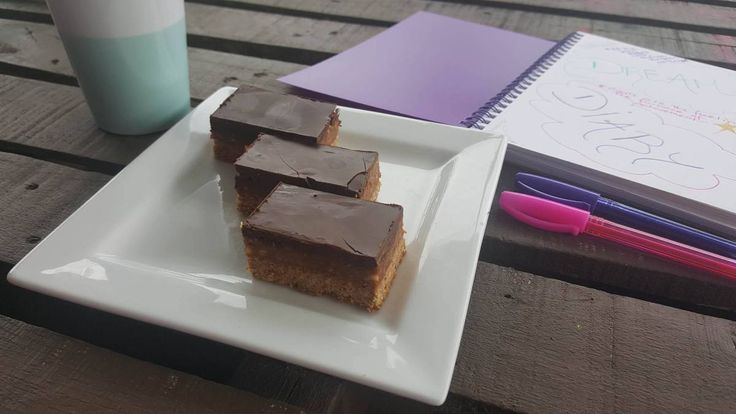 Caramel slice is my daughters favourite, so I wanted to make one without the sugar. It tastes amazing.