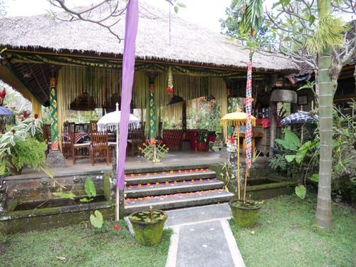 Bali-2-party-decorations.jpg (500×375)