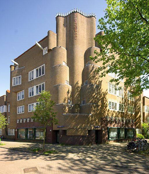 """De Dageraad"", a highlight in social housing architecture in the early 20th century (1920). Architects: Michel de Klerk and Piet Kramer. Style: The Amsterdam School (Amsterdamse School)."