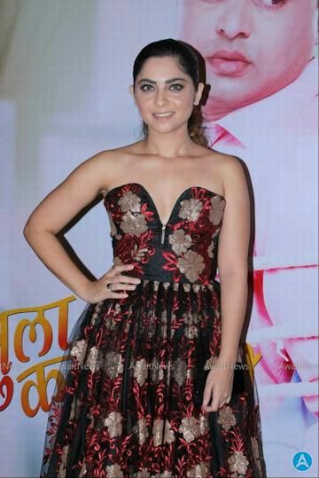 Sonalee Kulkarni Photos At Tula Kalnar Nahi Movie Grand Premiere