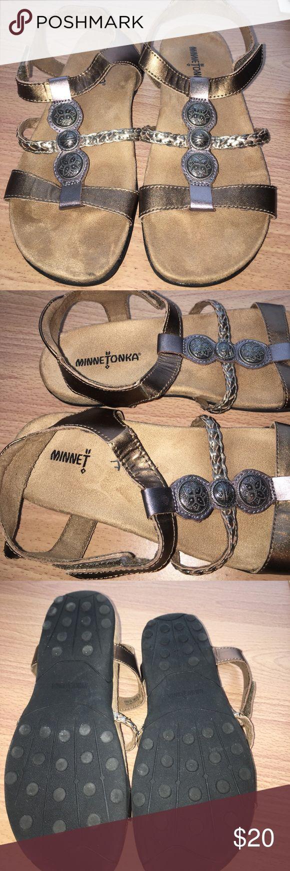 Excellent condition Minnetonka sandals size 6 Excellent condition Minnetonka sandals size 6 Minnetonka Shoes Sandals