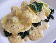 Ravioli ai gamberi con spuma di basilico Una deliziosa ricetta per un primo piatto diverso, di semplice esecuzione e sicuro effetto   Ravioli a