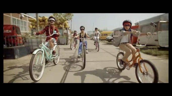 Kinderen rappen de verkeersregels. http://nieuws.vtm.be/x-tra/105935-kinderen-rappen-de-verkeersregels