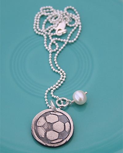 soccer mom $45: Soccer Moms, Vintage Pearls, Soccer Players, Sports Necklaces, Soccer Necklaces, Soccer Charms, Soccer Momma, Mom Necklaces, Baseball Xc Soccer Track Mom