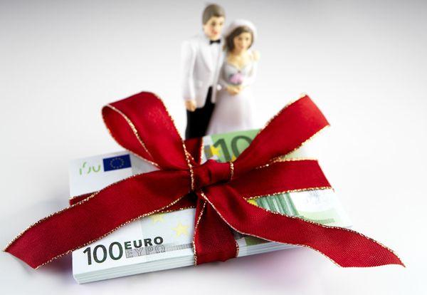L'Italia è il Paese che spende di più per festeggiare il matrimonio. Vediamo assieme il costo medio per i servizi di nozze più richiesti: - ABITO DA SPOSA 5.000 euro - ABITO SPOSO 2.000 euro - RICEVIMENTO 15.000 euro - SERVIZIO FOTOGRAFICO 1.500 euro - MUSICA DJ 1.000 euro - BOUQUET 120 euro - FEDI 500 euro www.matrimoniopartystyle.it IL TROVA LOCATION SU MISURA PER VOI #matrimonio   #matrimoniopartystyle