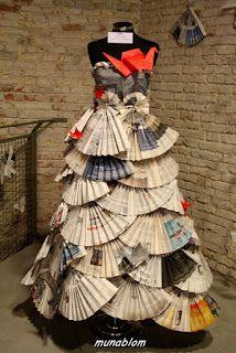 SENSU: Abito con corpino aderente ed ampia gonna a mezza ruota composta di ventagli (Sensu) in origami, adorna di piccole gru, anch'esse in origami, che salgono su fino al corpino bordato di riccioli di carta.