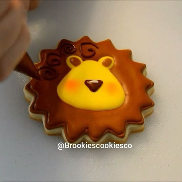 (Direct link in profile) Full video is up on my YouTube channel! Don't forget to subscribe. #brookiescookiesco #lion #cookies #decoratedcookies #sugarcookies #edibleart #cookie #royalicing #video #videos #youtube #tutorial #tutorials #diy #eeeeeats #circus @cake.video #diyfoodys @diytop