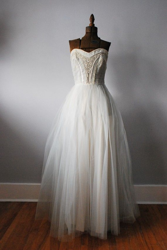 vintage wedding dress, though the mannekin does it no justice..where are your curves mannekin?