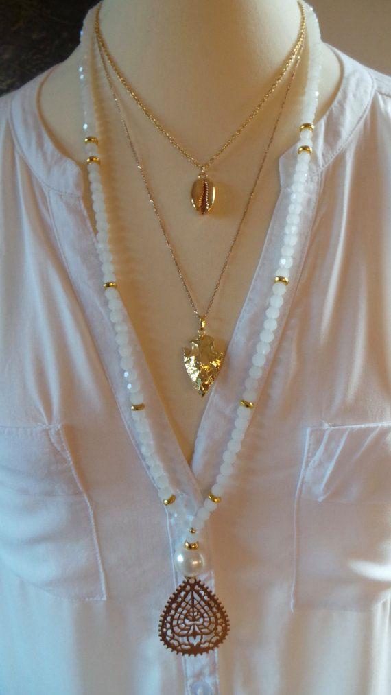 Collar de perlas blanco. Collar de gota de oro. Collar oro.