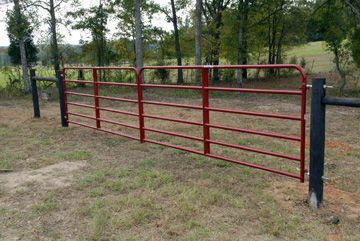 How To Hang A Farm Gate Fence Veggie Gardening Farm